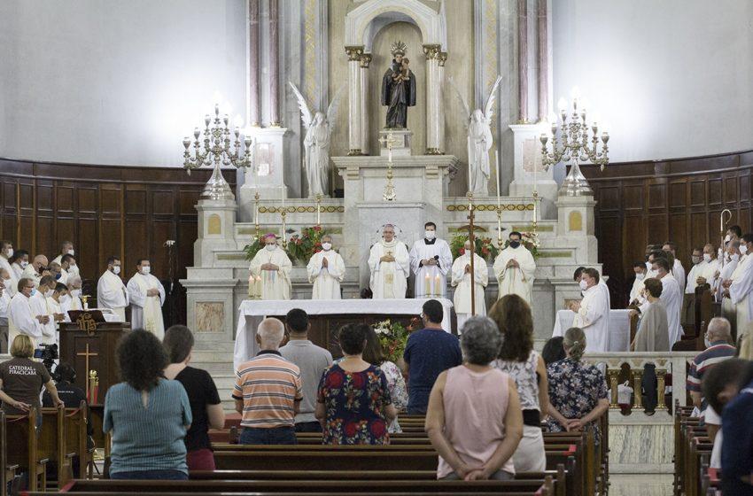 Dom Devair celebrou aniversário natalício e episcopal com Missa