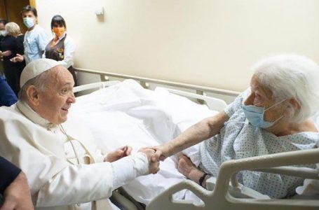 Papa: pós-operatório concluído. A alegria pela vitória da Argentina e da Itália no futebol